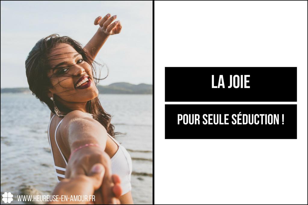 Heureuse en amour - La joie pour seule séduction! Comment devenir une femme joyeuse pour attirer les hommes? 2 étapes pour vous relier à votre joie intérieure authentique.